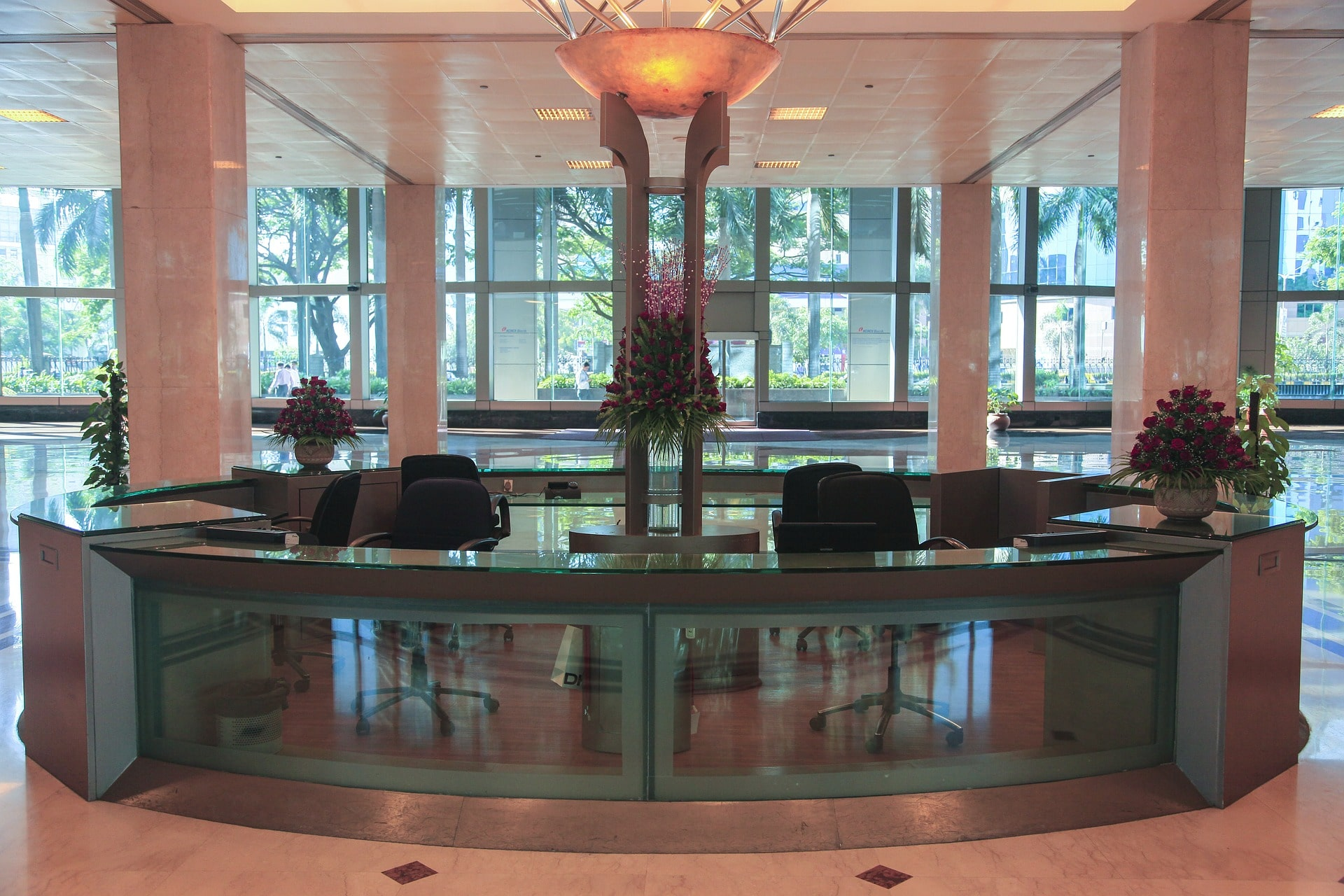4 Simple Tips to Choose the Ideal Reception Furniture for Your Office