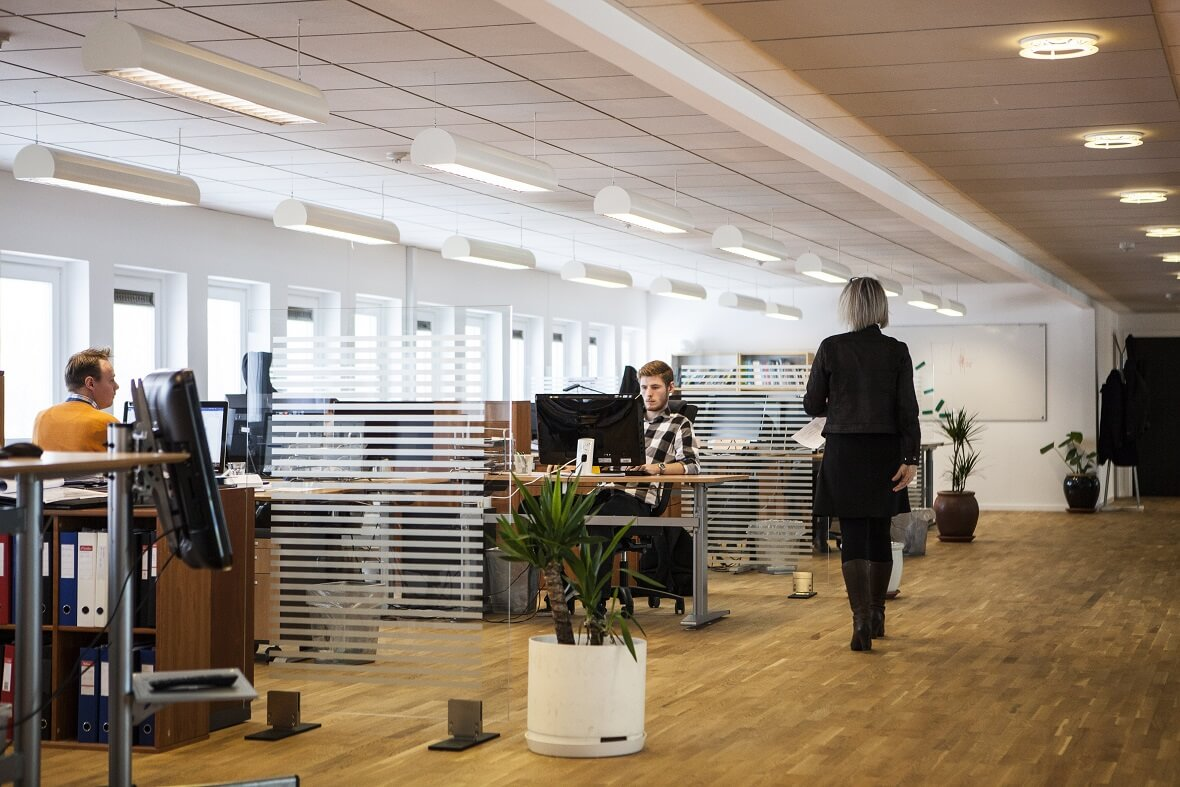 4 Considerations Before Buying Office Furniture – A Manager's Guide