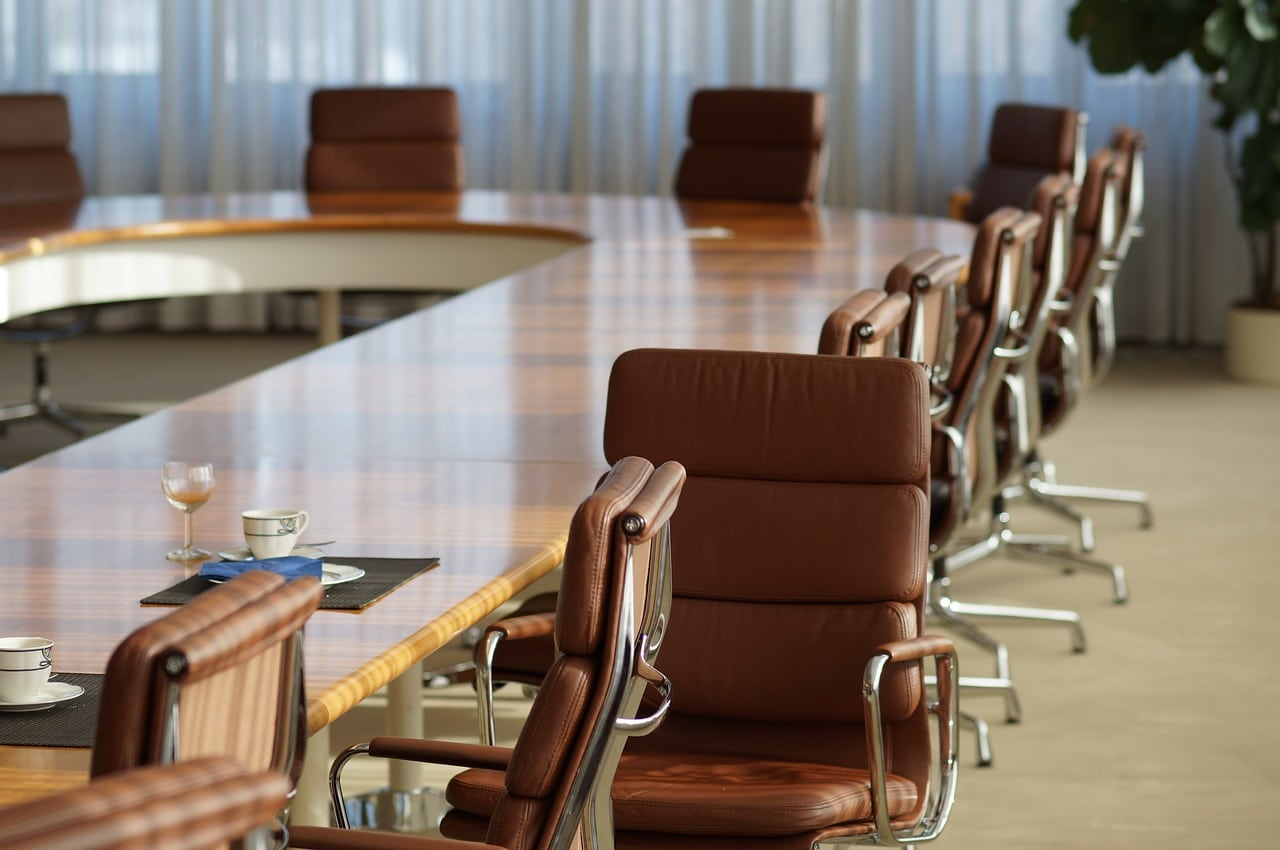4 Factors to Consider While Buying Conference Room Chairs